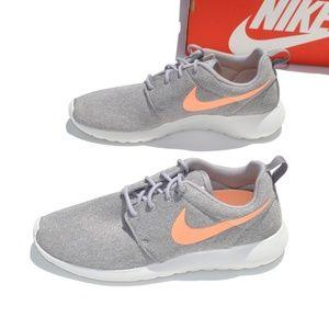 Nike Roshe One Women's Shoe Size 10
